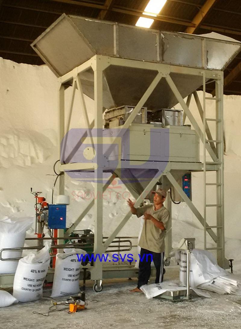 Cân đóng bao bột 2 phễu cân định lượng băng tải PM10 - chuyên dùng cho cân đóng bao nguyên liệu dạng bột hoặc dạng hạt