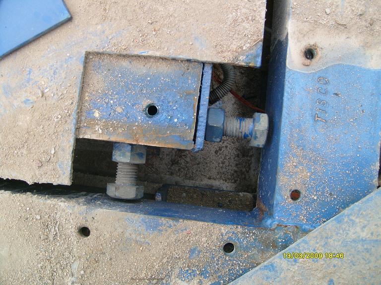 Điều chỉnh bulon giảm dao động cho cân ô tô, cân xe tải từ 2-3mm